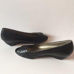 fb4cecff591 Seychelles Black Leather Peep Toe Low Wedges